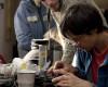 Opravárna otevírá první kamenné pobočky, napomůže opravě elektroniky i s její recyklací
