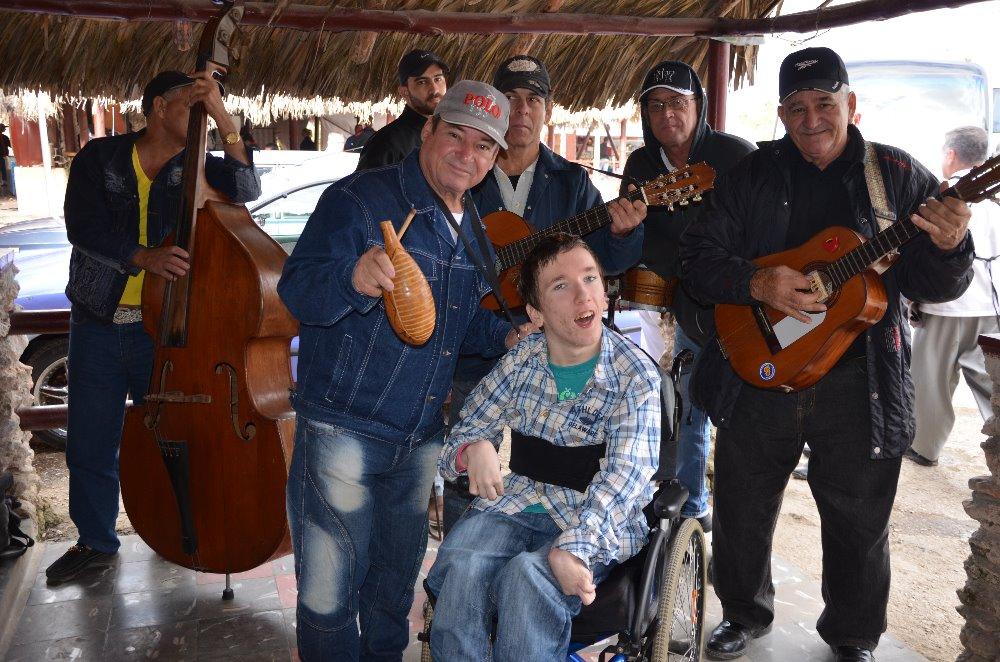 místní obyvatelé krásně zpívají