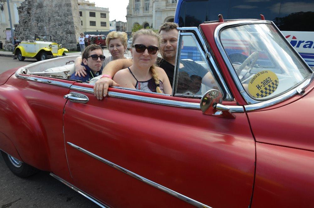 projížďka Havanou starým fordem